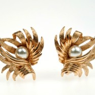 Boucher pearl ears