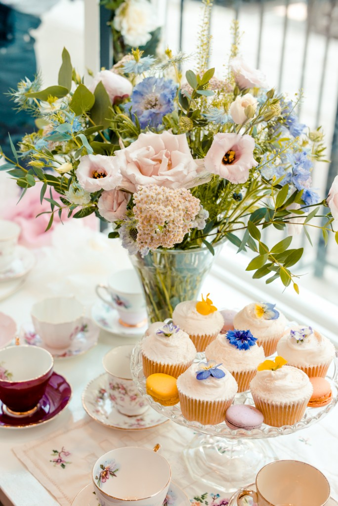 Prosecco and edible flower Cupcakes